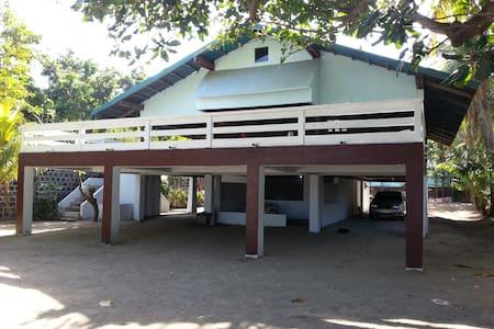 No Frills Beach Front Rest House - Lian