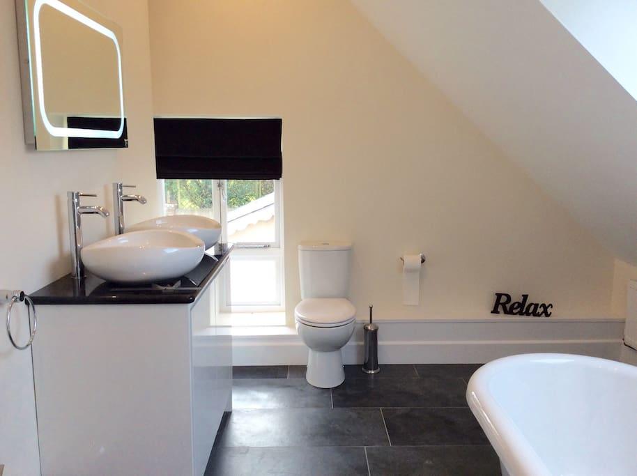 Ensuite roll top bathroom with twin sink & granite worktop