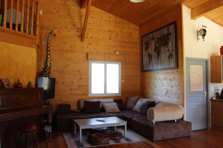 Maison en bois avec grand terrain équipé famille - Villandraut
