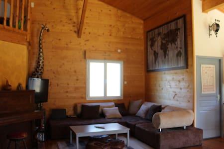 Maison en bois avec grand terrain équipé famille - Villandraut - Huis