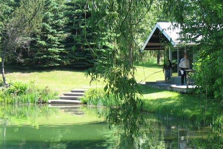 Cottage near Wasaga Beach & Private 2 Acre Pond - Mulmur - Blockhütte