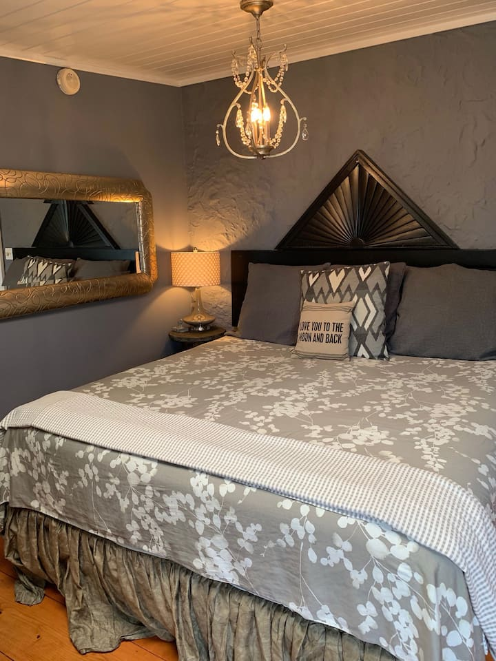 Lincoln Street Inn- Dove Suite-Private Entrance