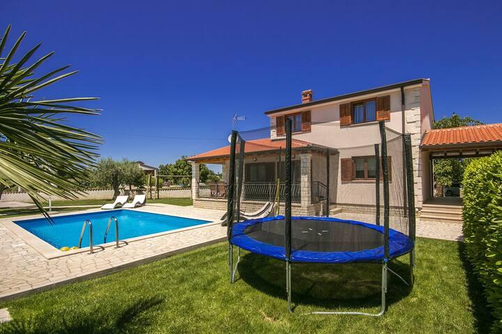 Cozy house Karolina 2 with Pool and playground