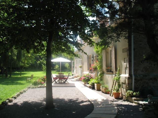 Maison rouge à Saint-Tricat 62185 - Saint-Tricat