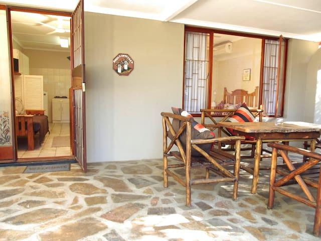Swartberger Lodge selfcatering unit: Bougainvillea