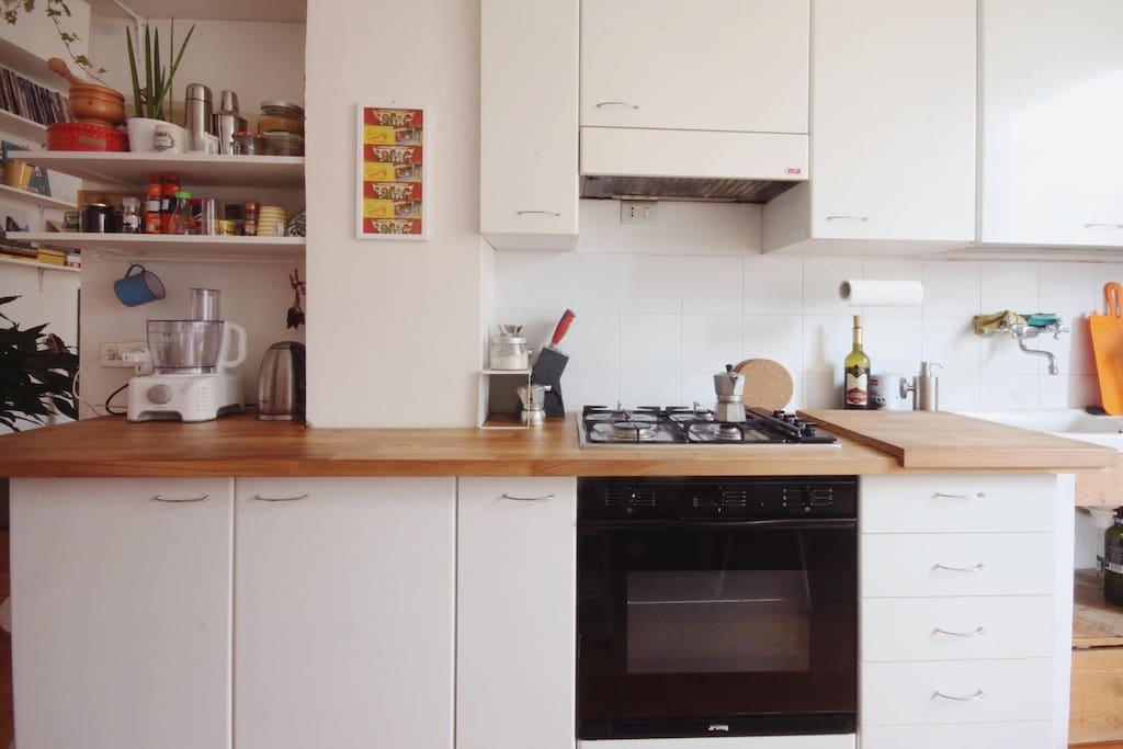 kitchen (oven , stoves, kettle, kitchen robot)
