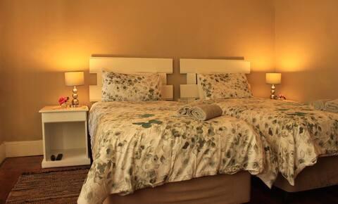 [3] Twin beds en-suite
