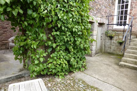 The Spry's (sleeps 1-2), Tregrehan Garden Cottages