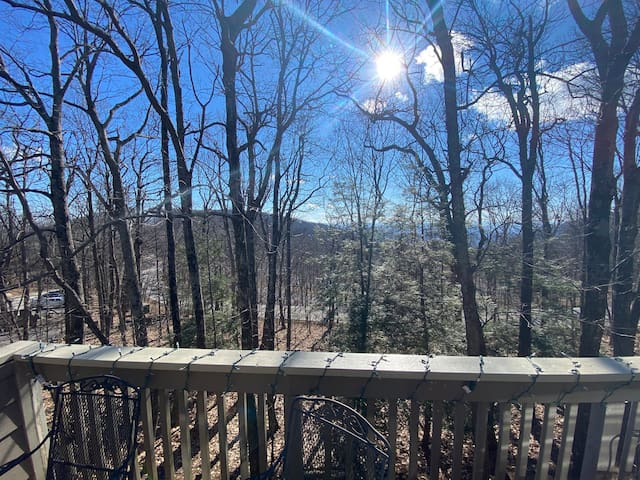 3BR condo just steps from the slopes and Inn!
