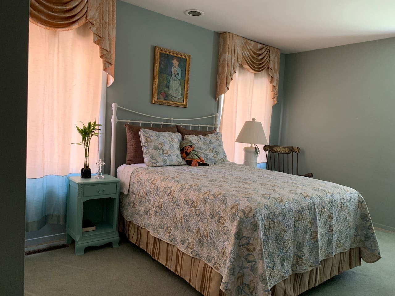 At 250sqft, the br has a large closet,  queen-size bed, desk/chair & a carbon monoxide detector.  You get a view of 2 old oak trees when the plantation shutters are open.  A floor mat can be added ($20/day) to accommodate a child (2-12yrs)