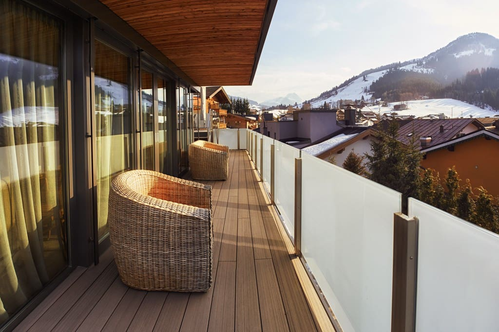 Elegant terrace with spectacular mountain views in Summer and Winter
