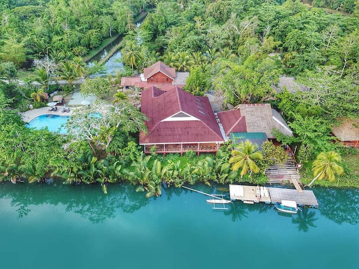 Loboc Suite with Swimming Pool and Breakfast for 4