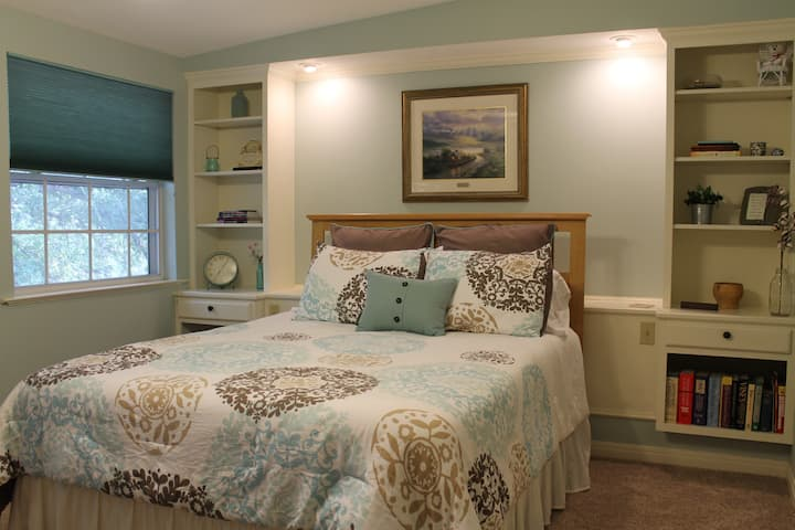Serenity Room w/homemade bkfst