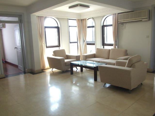 Smart decoration 3+1Br in Gubei - Shanghai - Apartment