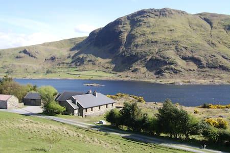 Derrypark Lodge - Tourmakeady - 小木屋