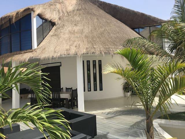 Saly villa blanche bord de mer - M'bour