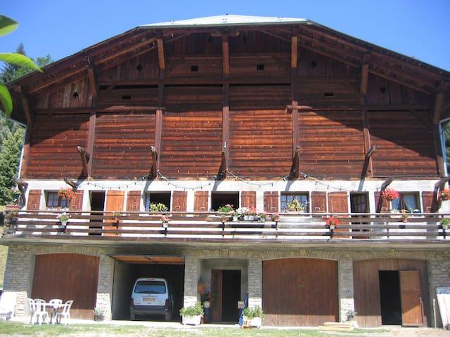 Appartement dans une ancienne ferme - Flumet - House