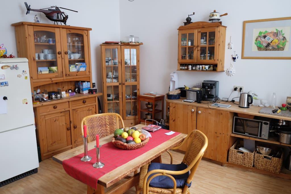 zimmer in der innenstadt wohnungen zur miete in wiesbaden hessen deutschland. Black Bedroom Furniture Sets. Home Design Ideas