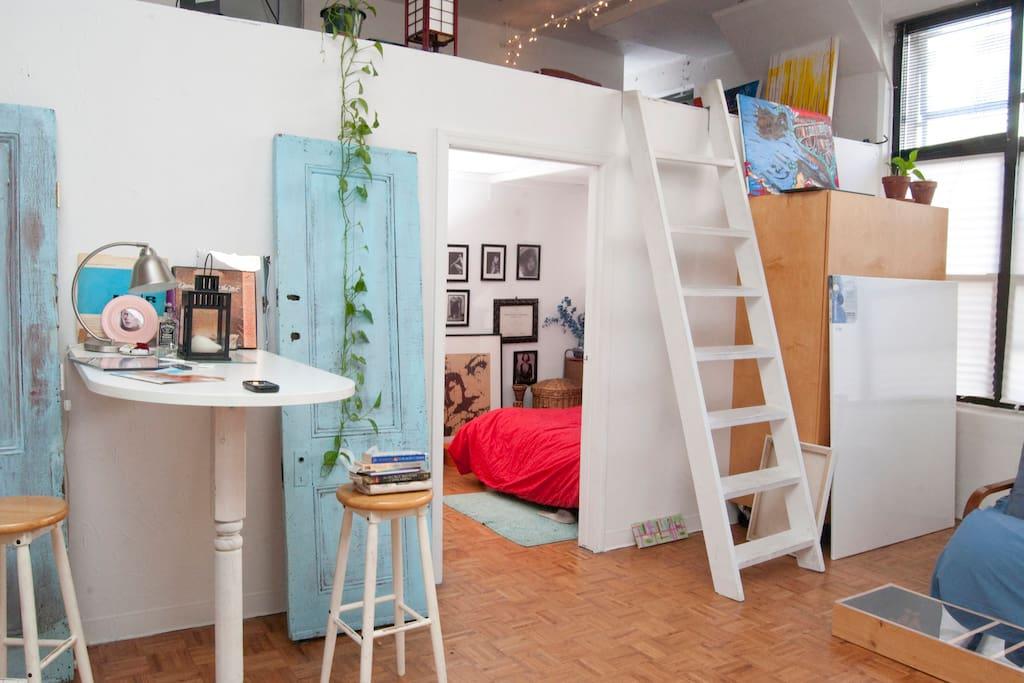 GORGEOUS Artist Loft WIFI + ROOF