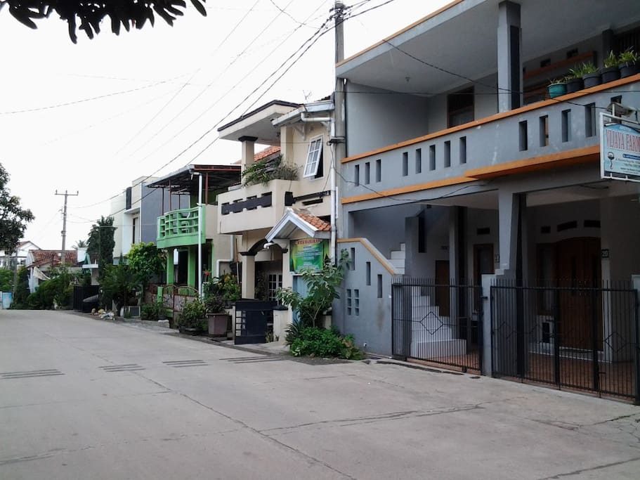 Anaking Homestay front access road