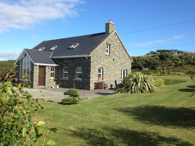 Lovely stone cottage near Schull in West Cork - Schull - Kulübe