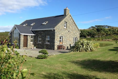 Lovely stone cottage near Schull in West Cork - Schull - 小木屋