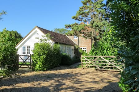 Rose Cottage, Country Views and Garden - Robertsbridge