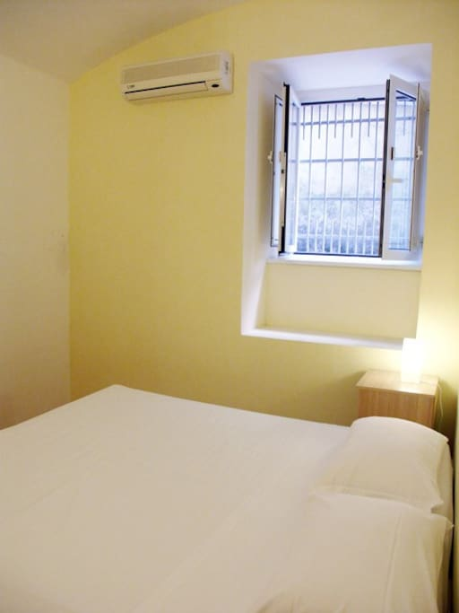 Double bedroom -the double bed can be spilitted in 2 single bed