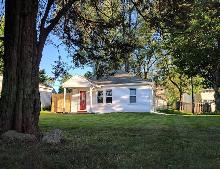 Cozy small house, queen bed, 10-15 min to ND