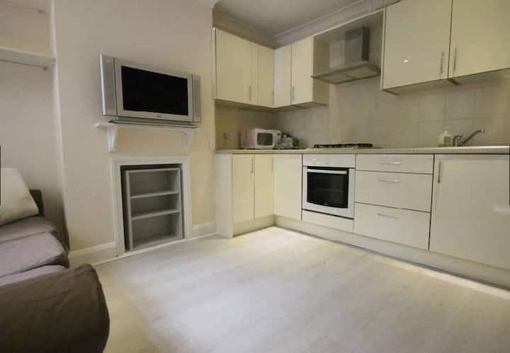 En-Suite Double Room Egham Hill