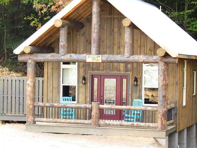 Rocky Ridge Cabin in Berlin with hot tub.