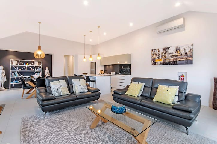 Stylish Central Apartment