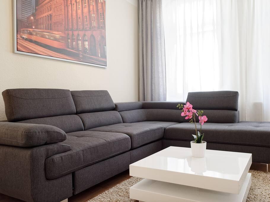 Wohnzimmer mit 48 Zoll Flachbildfernseher