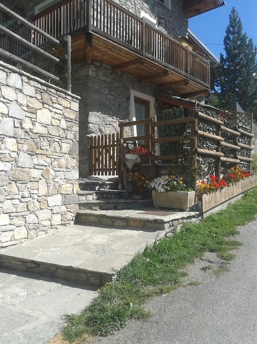 Entrata casa kaporo-Marmotta