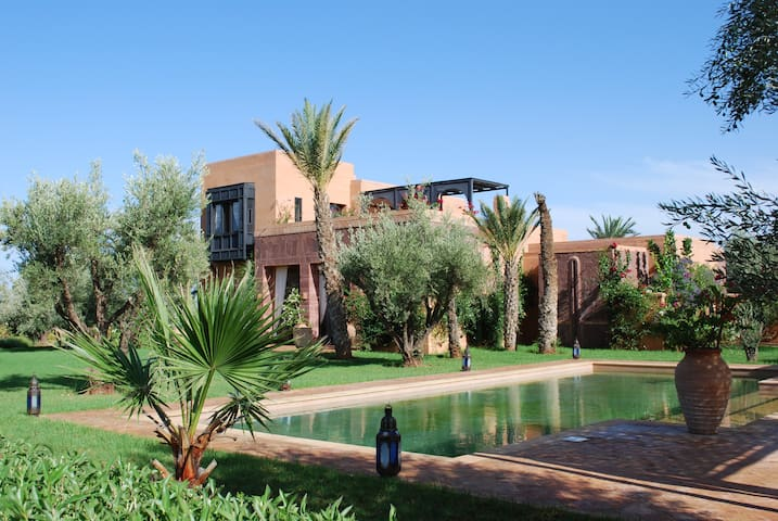 Stunning fully staffed villa - Marrakesh - Bed & Breakfast