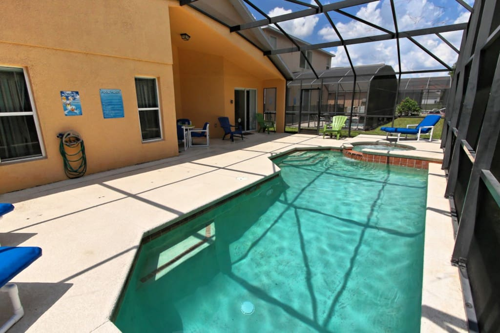 Make hundreds of happy memories together on this sun-drenched deck area around this sparkling clear pool and bubbling spa. Splash around in the crystal clear waters or sun yourself on the cushioned loungers.