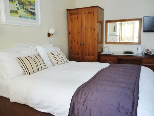 Double E/S Room in 4*BnB near Eden