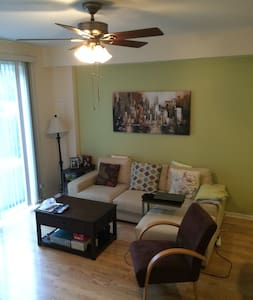 Welcome to your comfy Naperville home! - Naperville - Huis