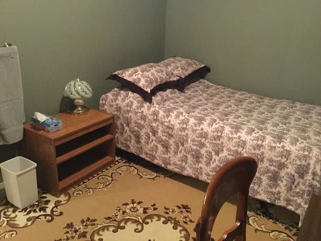 *BLACKSTONE BED AND BREAKFAST* Room A