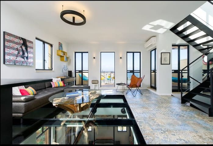 ONE OF A KIND PENTHOUSE WITH ROOF-TOP 180° SEAVIEW