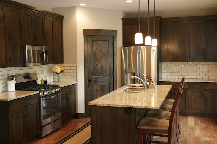 New Cozy Mountain Retreat Minutes from Park City - Heber City - Townhouse