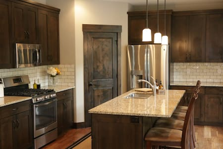 New Cozy Mountain Retreat Minutes from Park City - Heber City