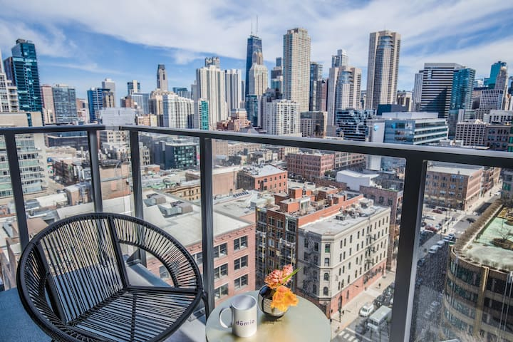 Domio | Merchandise Mart | Work Ready 1 BR + Pool and Fitness Center