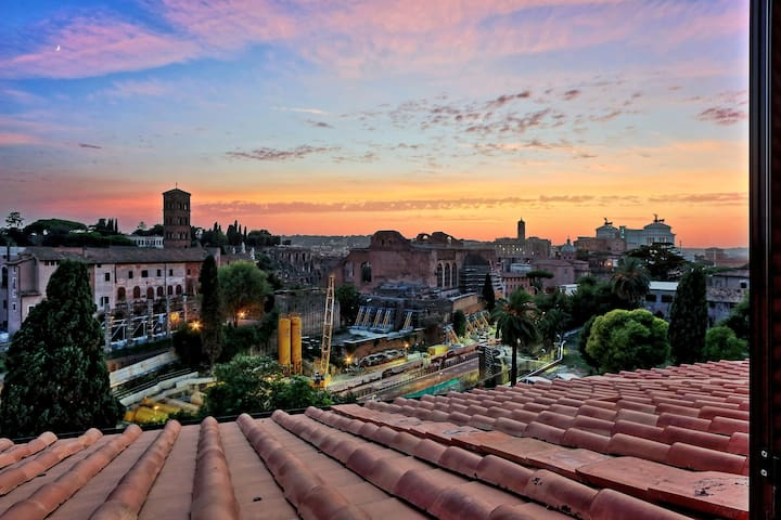 STUNNING VIEW Modern Apartment front of Colosseum