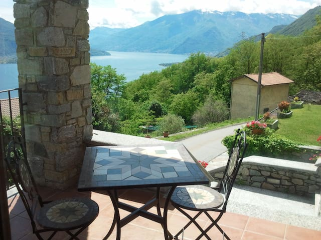 Holiday with beautiful lake view! - Sorico - Leilighet
