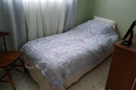 SmallRoom perfect if you jst look a place to sleep
