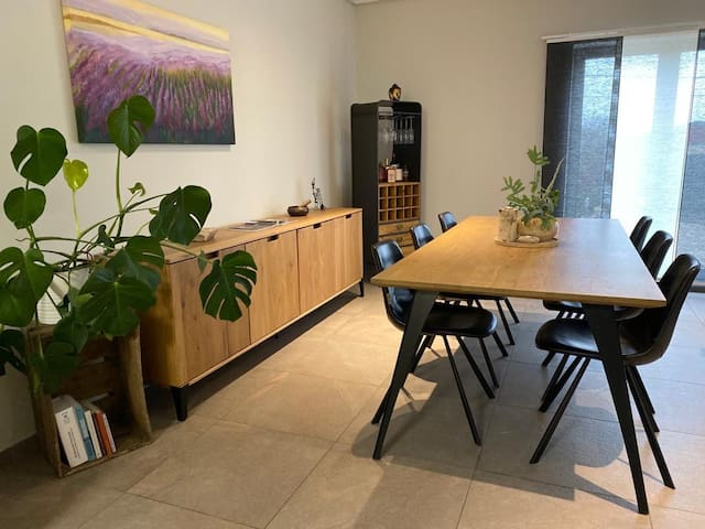 Spacious recent build apartment
