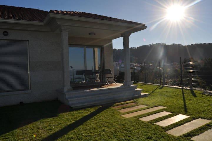 Casa nueva con jardín en Hío