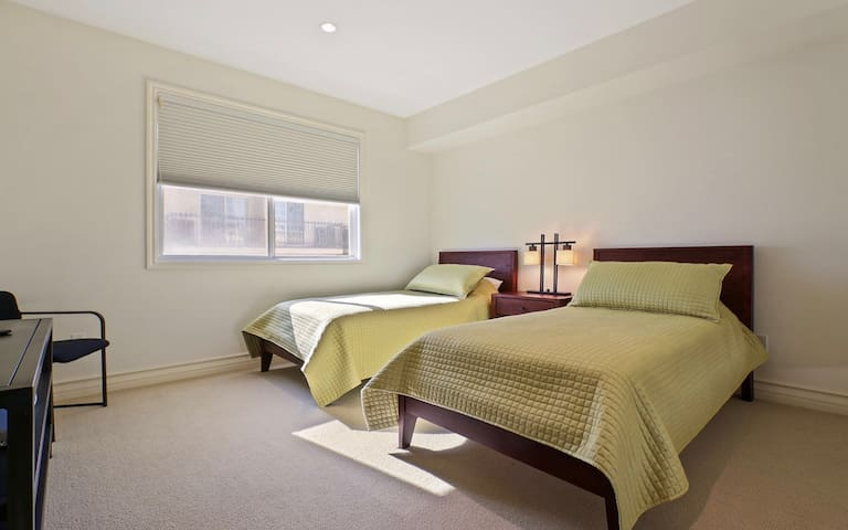 2nd Bedroom (Two Twin Size beds)