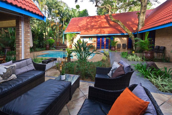 St Lucia Escape -Perfectly located 4 bedroom house